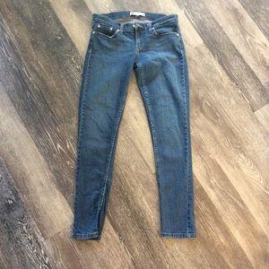 Women Levi's Jean- size 7 524 Too Superlow
